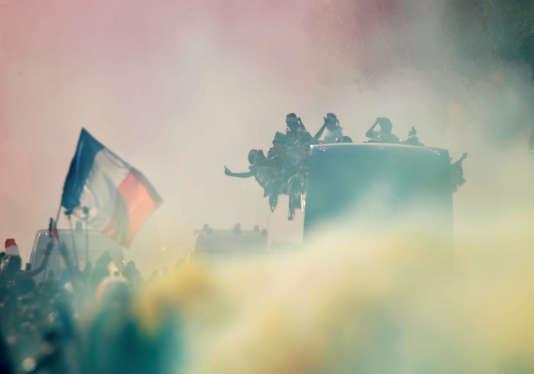 Lors de la parade des Bleus sur les Champs-Elysées, le 16 juillet.
