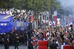 Après le sacre, les Bleus ont célébré leur titre de champion du monde sur les Champs-Elysées, lundi 16 juillet, devant des centaines de milliers de personnes.