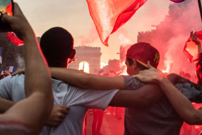 Sur les Champs Elysées, le 15 juillet.