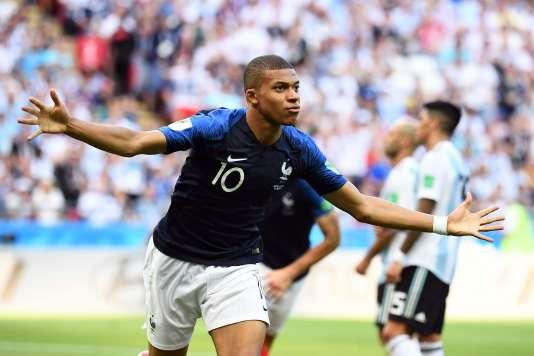 Kylian Mbappé, second plus jeune buteur en finale de la Coupe du monde derrière Pelé, symbolise la montée en puissance d'une génération française talentueuse.