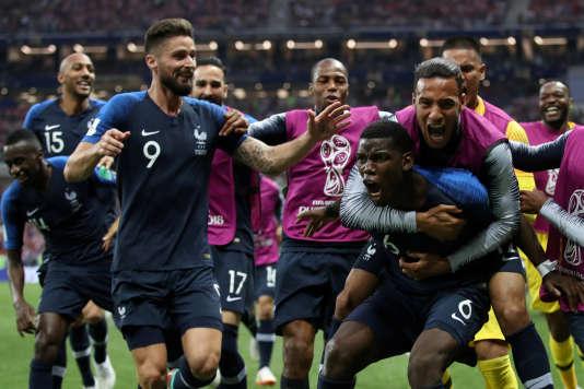 Paul Pogba et les Bleus fêtent leur victoire en Coupe du monde, le 15 juillet 2018 àMoscou.