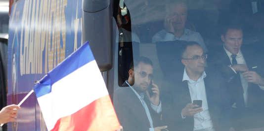 Alexandre Benalla dans le bus des Bleus, lundi 16 juillet.