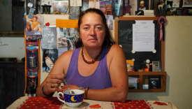 Eva Schakmundès, 53 ans, artiste et ouvrière en menuiserie, à Montbron (Charente).