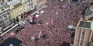 A Zagreb, lundi 16 juillet, des dizaines de milliers de personnes entendaient dire leur fierté et fêter Mario Mandzukic et sa bande.