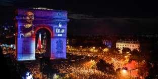 L'Arc de triomphe le soir de la victoire française à la Coupe du monde, le 15 juillet.