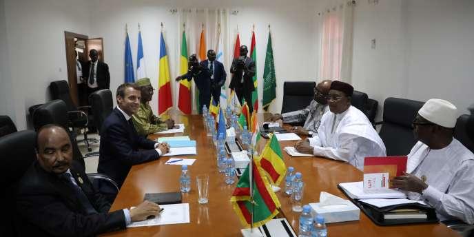 De Gauche à droite : les présidents mauritanien, français, tchadien, burkinabé, nigérien et malien lors d'une réunion du G5 Sahel à Nouakchott, le 2 juillet 2018, en marge du sommet de l'Union africaine.