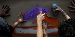 « Au revoir, les dinosaures. Ne revenez pas», chantent les électeurs ravis de la débâcle du PRI, à Mexico le 8 juillet.
