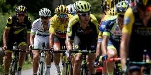 Greg Van Avermaet avec le maillot jaune lors de la 10e étape.
