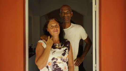 Sylvain Thalmensy, 62 ans, policier à la retraite, avec Myriam Thalmensy, 58 ans, animatrice dans un centre d'insertion, à La Trinité (Martinique).