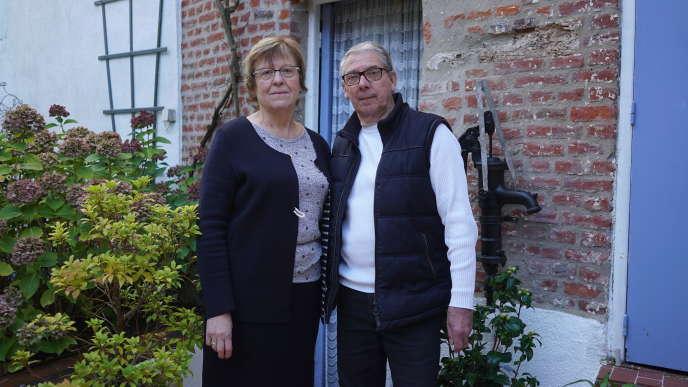 Liliane Pertin, 63 ans, ancienne assistante maternelle, et Michel, 70 ans, électricien à la retraite, à Marle (Aisne).