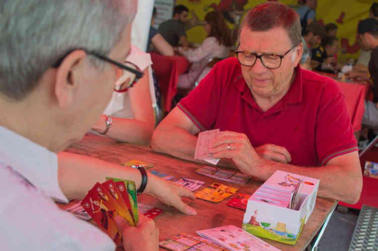 Françoise et Jean-Paul Cordier viennent tous les ans au FLIP depuis la Rochelle. Tous deux bénévoles dans une ludothèque, ils passent trois jours à tester des jeux.