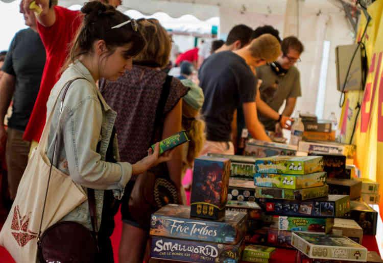 Outre l'aspect découverte, le FLIP est également l'occasion pour les éditeurs et les boutiques de jeu de vendre un grand nombre de produits.