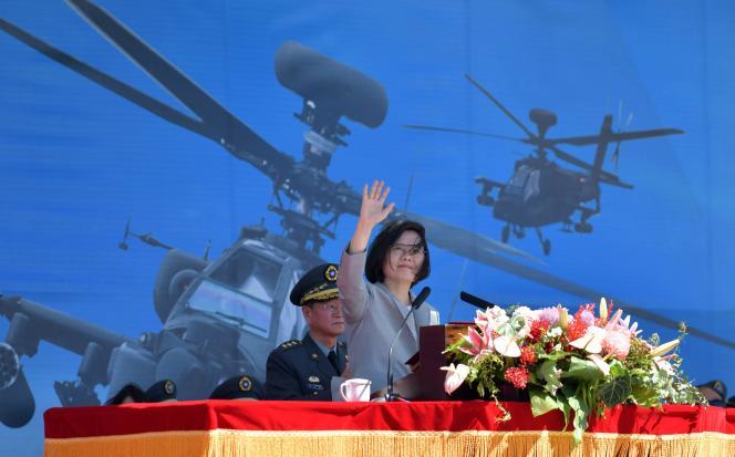La présidente taïwanaise, Tsai Ing-wen, lors d'une cérémonie d'accueil d'hélicoptères d'attaque américains à Taoyuan, le 17 juillet.