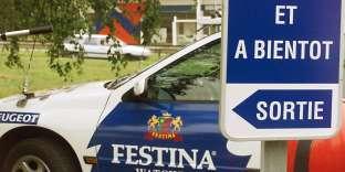 Une voiture de l'équipe Festina, le 15 juillet 1998 sur le Tour de France