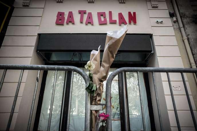 Devant le Bataclan, à Paris, le 1er novembre 2016.