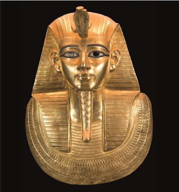 «La sépulture la plus prestigieuse est celle du roi Psousennès Ier dont l'exposition révèle le magnifique masque funéraire réalisé en or, qui n'est autre que le second masque d'or royal égyptien après celui de Toutankhamon.»