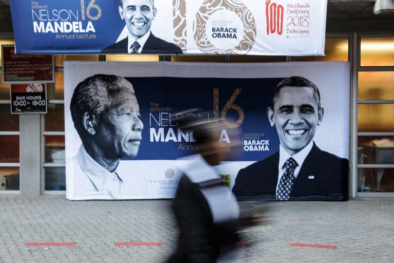 Devant le stade Wanderers, à Johannesburg où a été célébré le centenaire de la naissance de Nelson Mandela, le 18 juillet 2018. L'ex-président américan y a prononcé un discours où il a invité la jeunesse sud-africaine à « se réveiller» pour «changer le monde».