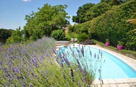 La piscine presque provençale de lachambre d'hôtes Côté Rivière, en Anjou.