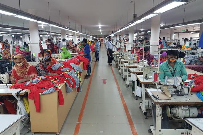 « Les fameuses révolutions concerneront avant tout la couche aisée des populations des différents pays et je ne vois pas que l'Africain ou l'Indien moyen en bénéficiera rapidement» (Industrie textile au Bangladesh, le 8 avril, à Gazipur).