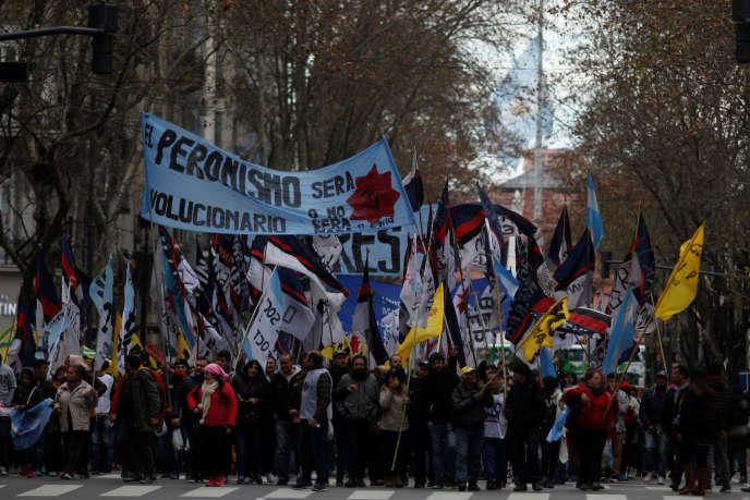 Manifestation contre l'accord passé entre le gouvernement argentin et le Fonds monétaire international (FMI), à Buenos Aires, le 9 juillet.