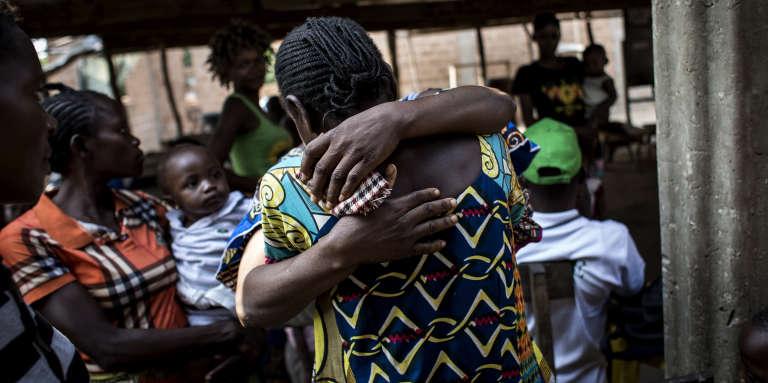Des réfugiés « intérieurs» se retrouvent à Gungu, à 50 km de la province du Kasaï, en juin 2017. La crise déclanchée en 2016 a poussé 1,4 million de personnes à fuir leur village.