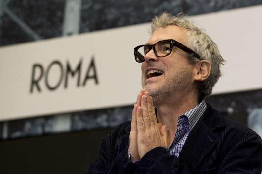"""Le réalisateur mexicain Alfonso Cuaron durant la conférence de presse présentant son film """"Roma"""" à Mexico, en mars 2017."""