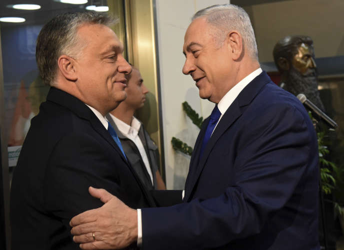 Benyamin Nétanyahou accueille Viktor Orban, à Tel-Aviv, le 19 juillet.