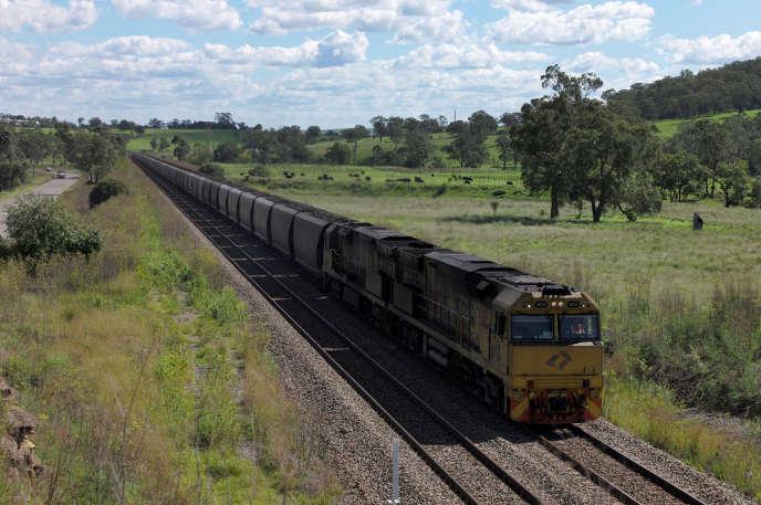 Un train convoie du charbon, à Muswellbrook, au nord de Sydney, en avril 2017.