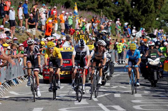 Lors de la 12e étape, à l'Alpe d'Huez, le 19 juillet.«J'étais sous pression sur toutes les étapes de montagne. J'ai vraiment beaucoup souffert à l'Alpe d'Huez, mais j'ai essayé de rester calme et fort. Les Pyrénées étaient très dures, surtout quand les autres ont remarqué que Chris Froome était moins bien. Mais une fois dans les Pyrénées, il fallait juste suivre Tom. C'est un coureur un peu similaire à moi.», a déclaré le coureur.
