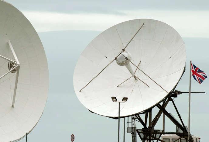 Des antennes satellite sur la base de Bude, dans le sud de l'Angleterre, en 2013.