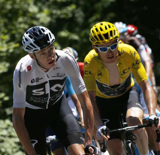 Chris Froome (à gauche) et son coéquipier de la Sky Geraint Thomas (maillot jaune), le 19 juillet pendant l'étape de l'Alpe d'Huez.