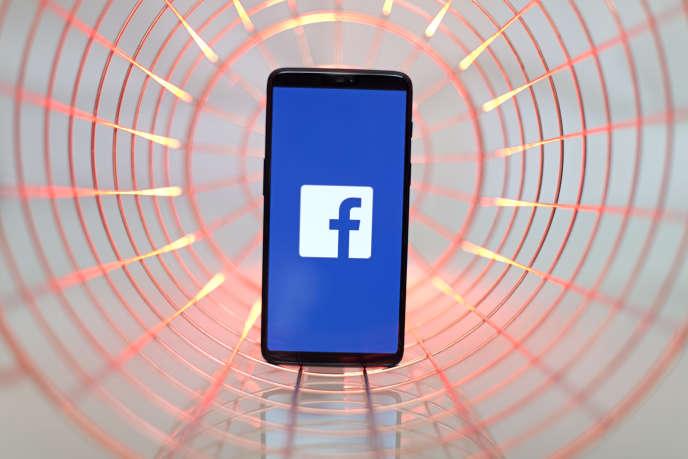 Facebook est régulièrement critiqué à cause des fausses informations diffusées sur la plate-forme.