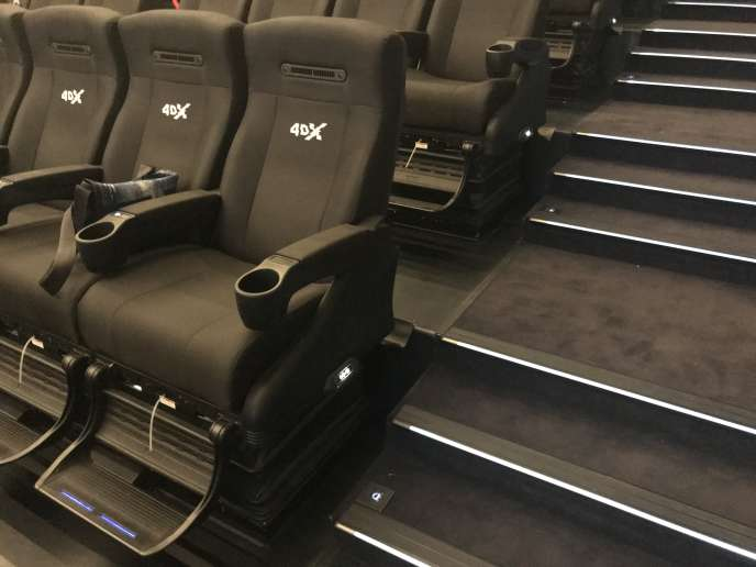 Les fauteuils noirs de la salleScreen-X et 4DX du cinéma Pathé Beaugrenelle à Paris.