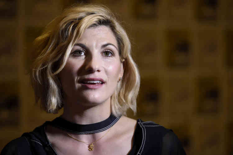 L'une des conférences les plus attendues jeudi était celle consacrée à« Doctor Who», célèbre série britannique de science-fiction. Et pour cause : le prochain« Docteur», son personnage principal, sera pour la première fois incarné par une femme,Jodie Whittaker. Les fans ont pu découvrir à l'occasion de cette conférence une nouvelle bande-annonce dévoilant des images inédites.