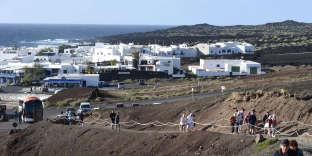 Au nord de l'île de Fuerteventura, Lanzarote garde les stigmates d'une intense activité volcanique au XVIIIe siècle.