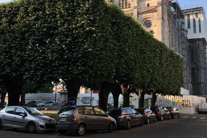 Déplorant que la petite place des Enfants nantais soit devenue un «vrai autodrome», les habitants du quartier Erdre-Saint-Donatien à Nantes ont exprimé le souhait qu'elle soit rendue aux piétons et accueille un marché hebdomadaire.
