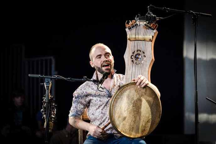 Mathieu Mendizabal et Julen Achiary (photo) ont ouvert le festival Errobiko Festibala le 19 juillet avec le « chant profond du peuple basque».