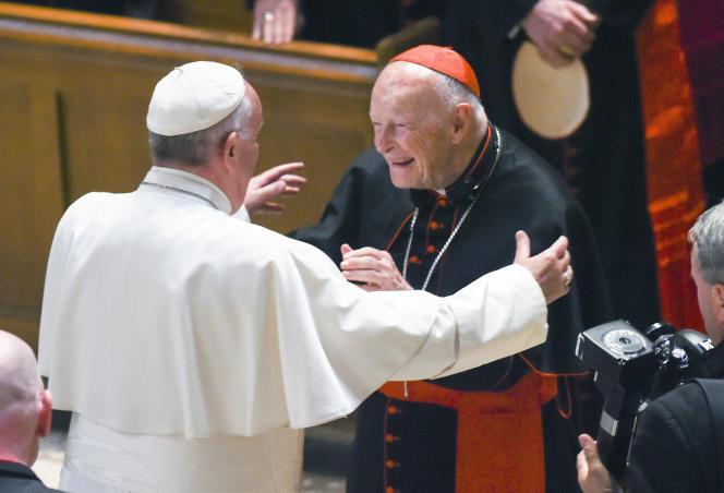 Le pape François en compagnie du cardinal Theodore McCarrick dans la cathédrale Saint-Matthieu de Washington, en septembre 2015.