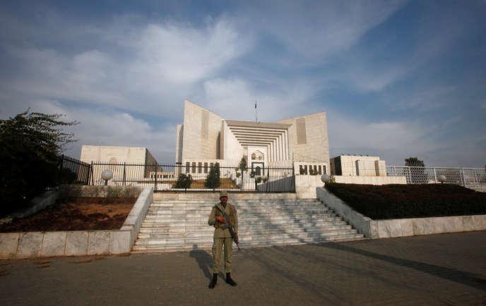 Devant la Cour suprême, à Islamabad, en 2012.