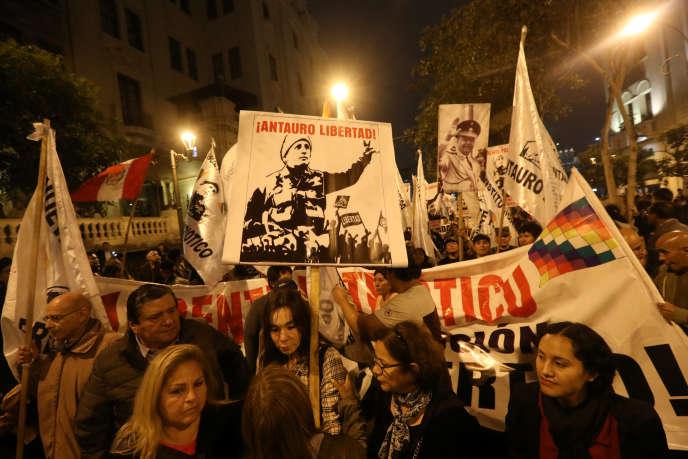 Manifestation contre la corruption du système judiciaire, jeudi 19 juillet, à Lima.