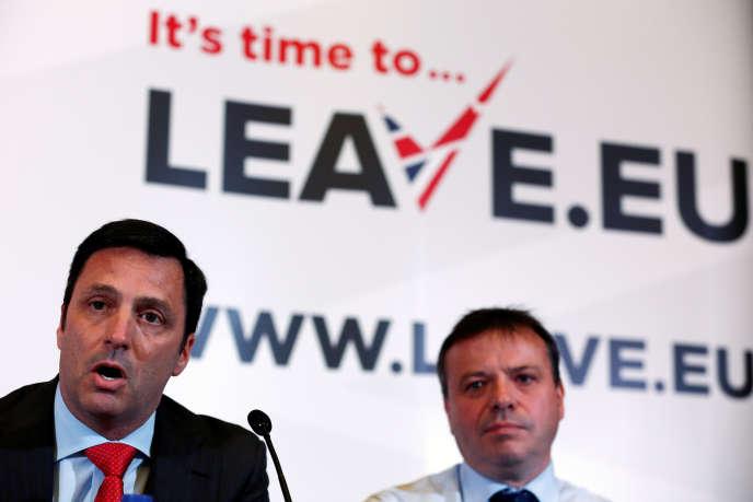 L'homme d'affaires Arron Banks (à droite), à Londres, en novembre 2015.