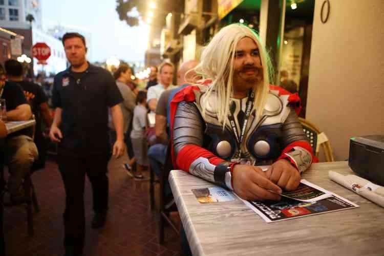 Durant le Comic-Con, la ville de San Diego se transforme. On trouve par exemple des super-héros attablés en terrasse des restaurants, comme Thor.