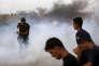 Palestiniens visés par des tirs israéliens sur la bande frontalière avec Gaza, le 20 juillet 2018.