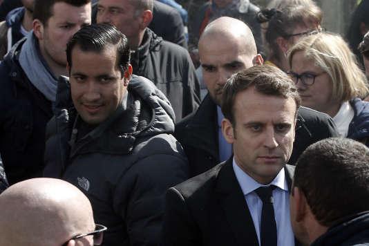 Emmanuel Macron et Alexandre Benalla à Amiens en avril 2017.