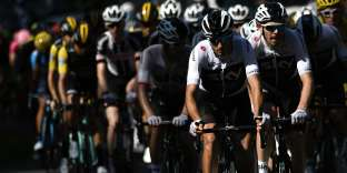 Italy's Gianni Moscon (Front) and Great Britain's Luke Rowe (R) lead the pack during the 14th stage of the 105th edition of the Tour de France cycling race, between Saint-Paul-Trois-Chateaux and Mende on July 21, 2018. / AFP / Marco BERTORELLO