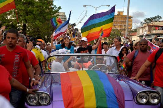 Mariela Castro, fille de l'ancien président Ral Castroet directrice du Centre national d'éducation sexuelle (Cenesex),participe à la marche des fiertés, lors de la célébration de la journée contre l'homophobie et la transphobie, à La Havane, le 12 mai 2018.