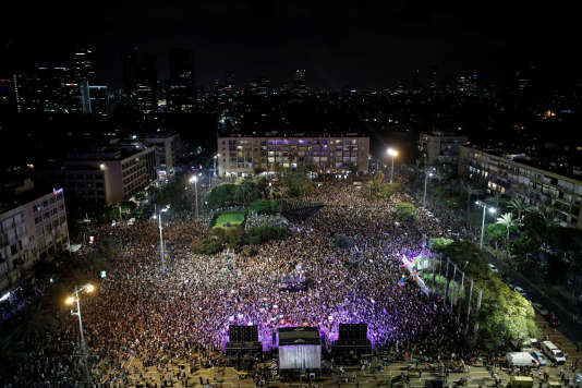 Des milliers de manifestants sur la place Rabin, dans le centre de Tel Aviv, le 22 juillet.