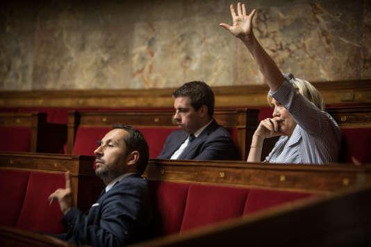 A l'assemblée nationale, Marine Le Pen souhaite prendre la parole, le 21 juillet.