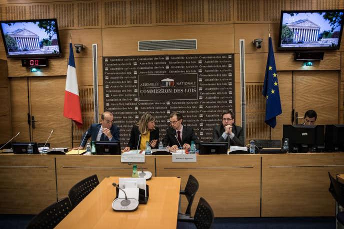 Le ton est monté entre Yaël Braun-Pivet, présidente de la commission des lois, et son corapporteur Guillaume Larrivé, député LR.