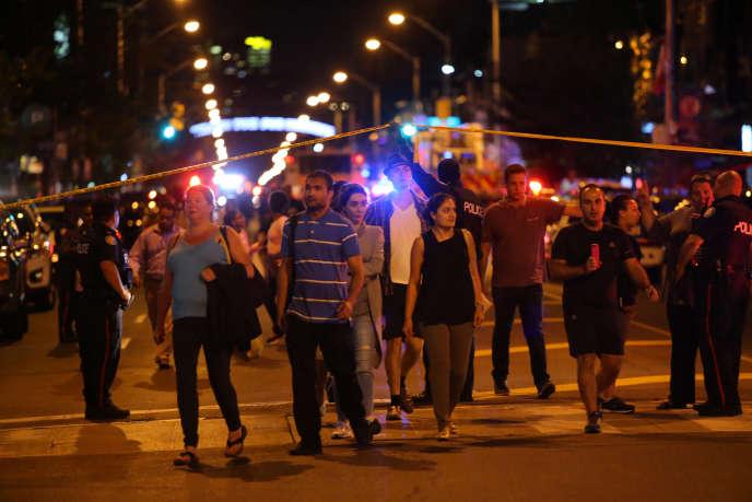 Sur les lieux de la fusillade, à Toronto, le 22 juillet.